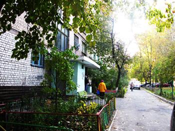 Продам в Киеве возле метро Святошино 2-комнатную квартиру